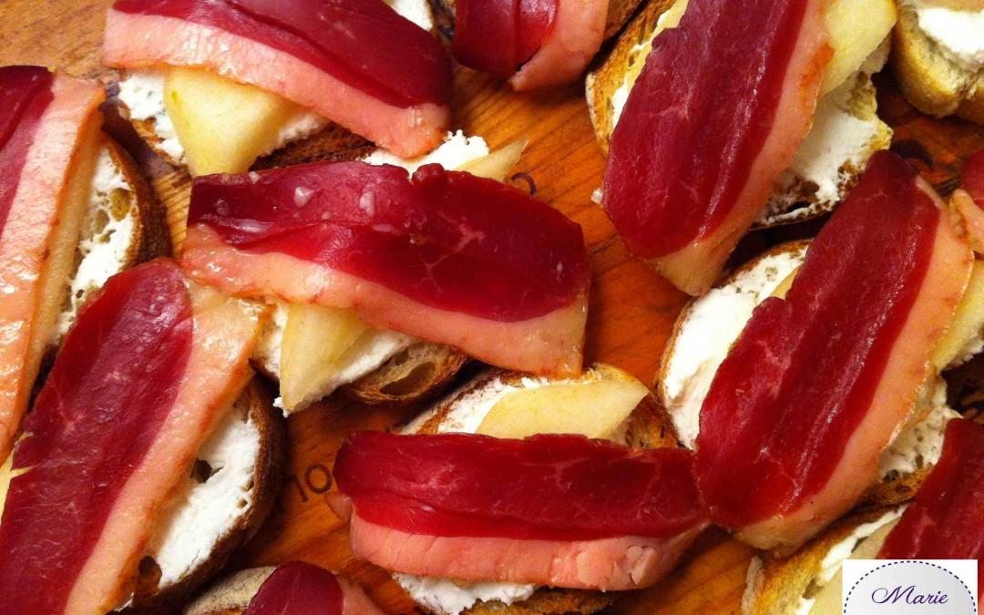 Bruschetta Magret fumé, chèvre et poires… Pour mettre votre valentin en appétit !