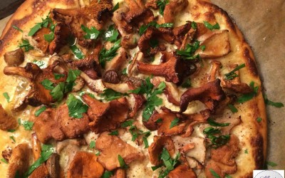 Pizza aux champignons des bois… Marie Pop dévore sa cueillette !