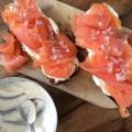 Tartine au saumon fumé et échalotes - la recette