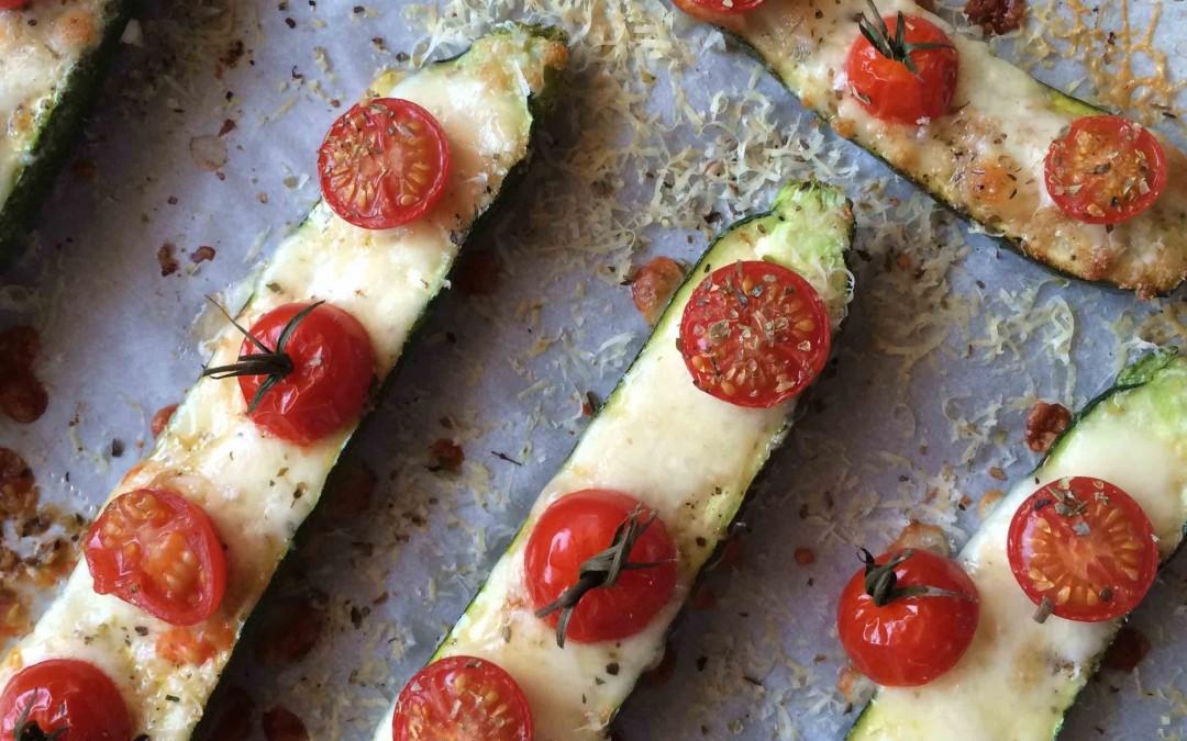 Courgettes façon pizza ultra légère ! Une très jolie gourmandise.