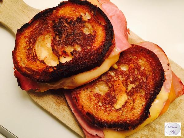 Grilled Cheese Jambon Cheddar – Le croque part en voyage