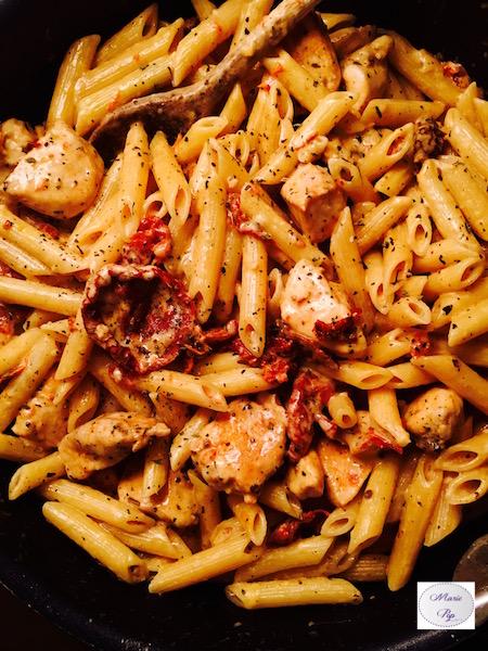Penne au poulet, mozza et tomates confites - ma recette